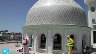 تعقيم مسجد في الجزائر.