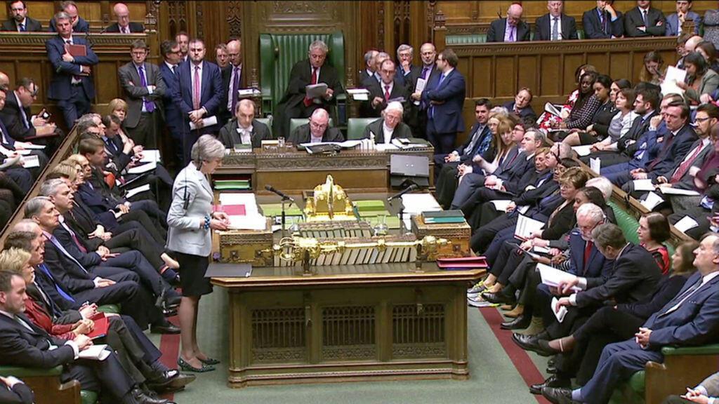 Captura de video de la primera ministra británica, Theresa May, haciendo una declaración en el Parlamento británico en Londres, Reino Unido, el 25 de marzo de 2019.