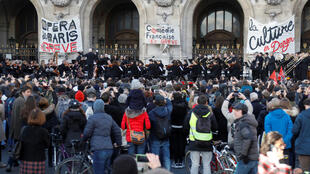 2020-01-18T155203Z_2081385804_RC2FIE9L7ERJ_RTRMADP_3_FRANCE-PROTESTS-PENSIONS-OPERA