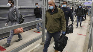 The leadership in the West Bank fears that the return of tens of thousands of Palestinians working inside Israel could trigger a new wave of coronavirus infection, especially with the approach of the Muslim holiday of Eid al-Fitr