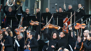 Les musiciens de l'orchestre de l'Opéra de Paris en grève contre la réforme des retraites, le 31 décembre 2019.