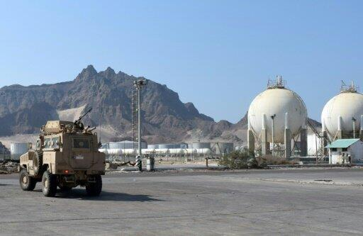 آلية تابعة للقوات المسلحة الإماراتية في مرفأ عدن اليمني في 08 تموز/يوليو 2019