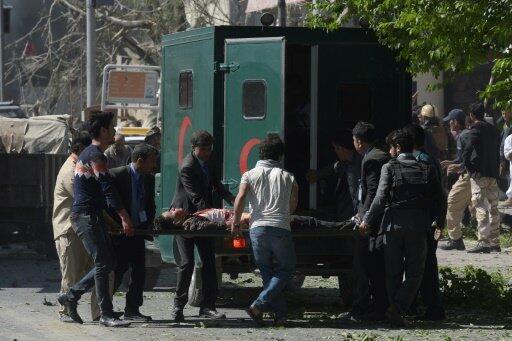 انفجار قوي بشاحنة مفخخة يوقع عشرات القتلى ومئات الجرحى
