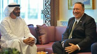 El Secretario de Estado de EE. UU., Mike Pompeo, participa en una reunión con el príncipe heredero de Abu Dabi, Mohammed bin Zayed al-Nahyan, en Abu Dabi, Emiratos Árabes Unidos, el 19 de septiembre de 2019.