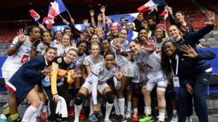 Les handballeuses françaises, qualifiées pour les demi-finales de l'Euro.