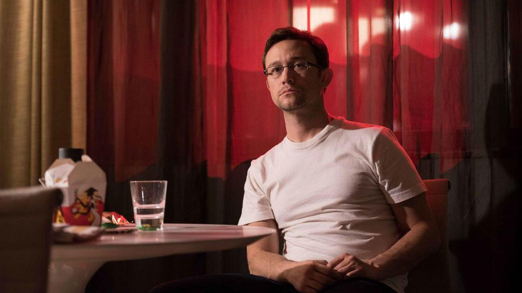 """Joseph Gordon-Levitt incarne le lanceur d'alertes dans le biopic """"Snowden"""" signé Oliver Stone."""