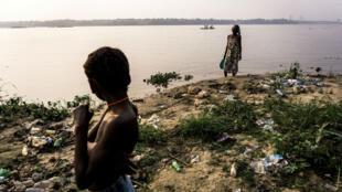Les rives du fleuve Congo à Kinshasa, en RD Congo, en juillet 2017.