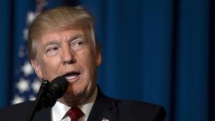 En frappant la Syrie, jeudi 6 avril 2017, Donald Trump a opéré un revirement total par rapport au discours qu'il tenait jusqu'ici sur Bachar al-Assad.