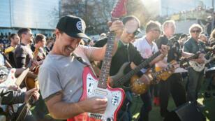 Les guitaristes présents à Sydney dimanche 12 août.