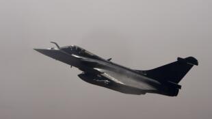 صورة لطائرة رافال تابعة للجيش الفرنسي في طريقها إلى مدينة غاو، شمال مالي