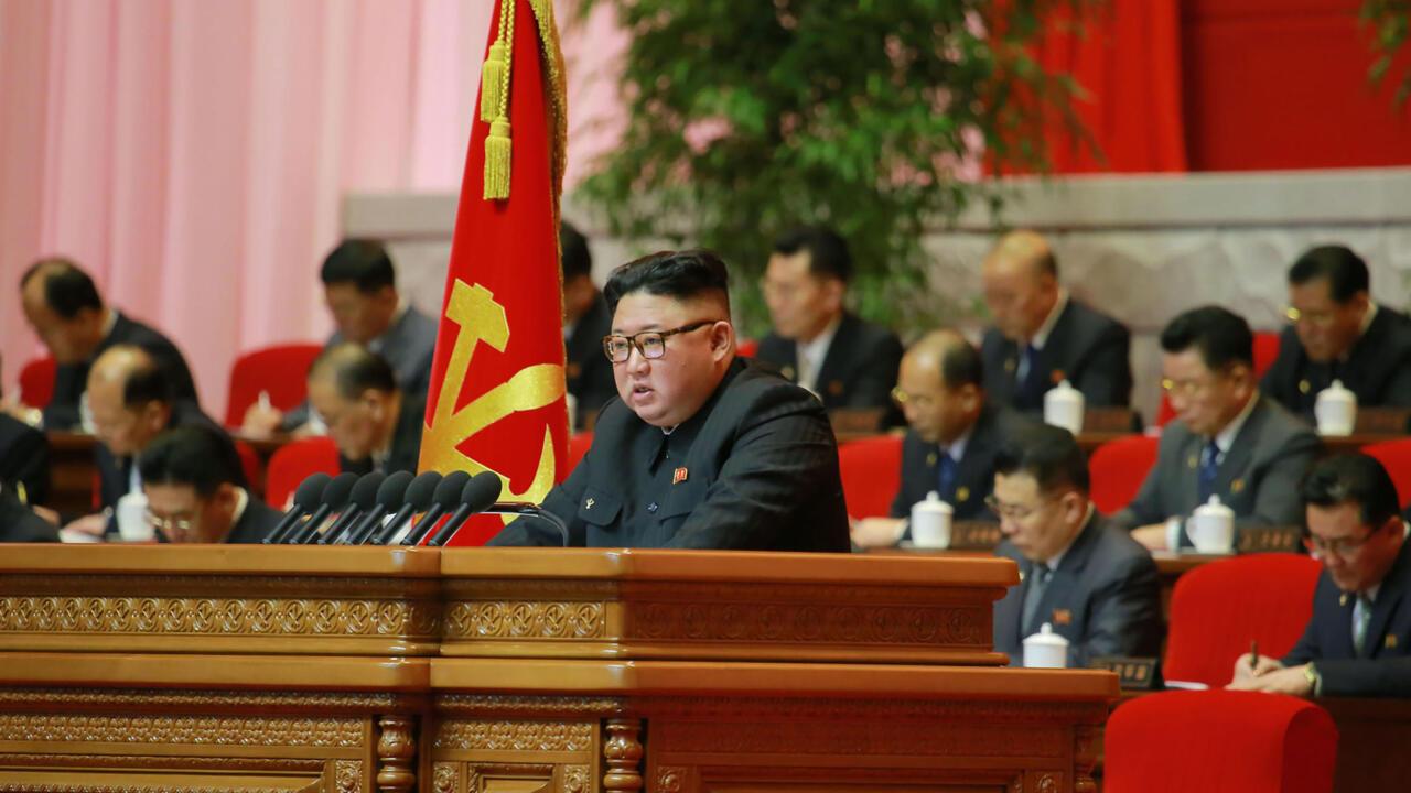 """كيم يعتبر الولايات المتحدة """"العدو الأكبر"""" لكوريا الشمالية قبل أسبوعين من تولي جو بايدن الرئاسة"""