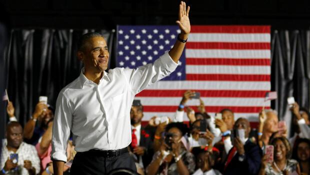 El expresidente de los EE. UU., Barack Obama, aparece en el escenario mientras hacía campaña para los demócratas, incluido el senador estadounidense Bill Nelson y el candidato a la gobernación Andrew Gillum en Miami, Florida, EE. UU., el 2 de noviembre de 2018.