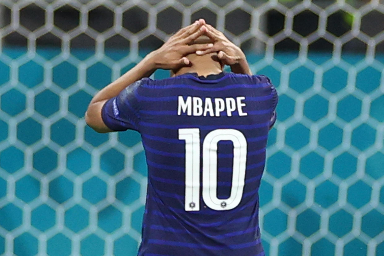 PHOTO Mbappé vs Suisse
