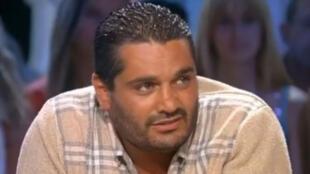 L'ex-boxeur franco-tunisien Mohamed Dridi, sur le plateau de Tout le monde en parle, en 2004.