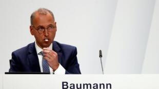 Werner Baumann, CEO de Bayer AG, durante una reunión con accionistas en Bonn, Alemania, el 26 de abril de 2019.