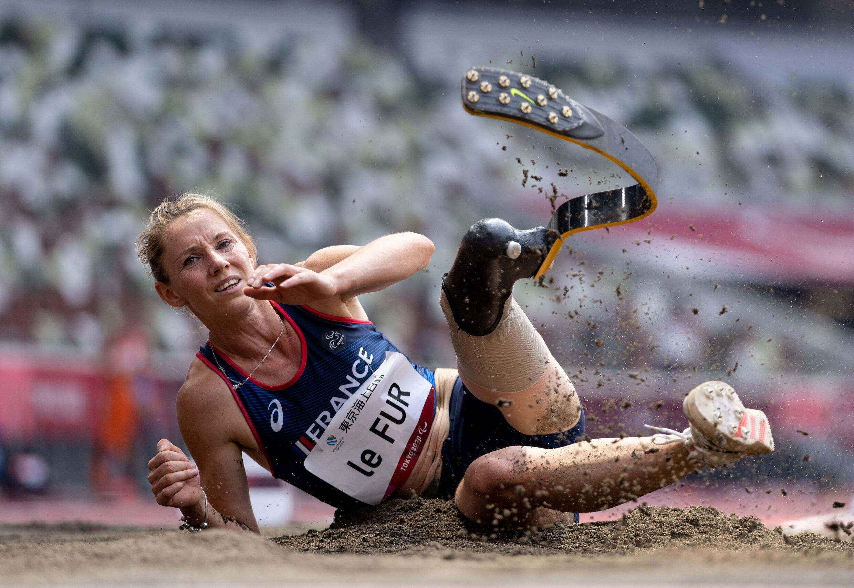 La Française Marie-Amélie Le Fur lors de l'épreuve d'athlétisme de saut en longueur féminin (catégorie T64), le 28 août 2021 à Tokyo.