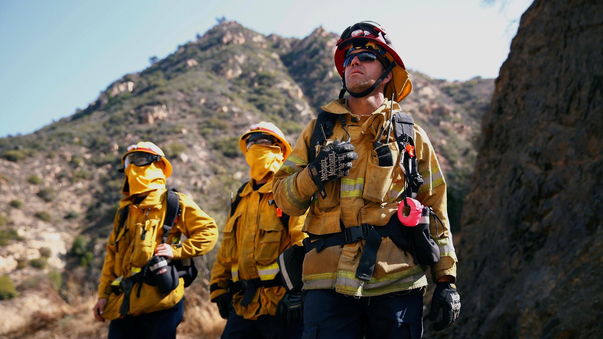 Los bomberos de California, considerados héroes por su comunidad, no se rinden ante la inmensidad del 'Camp Fire'.