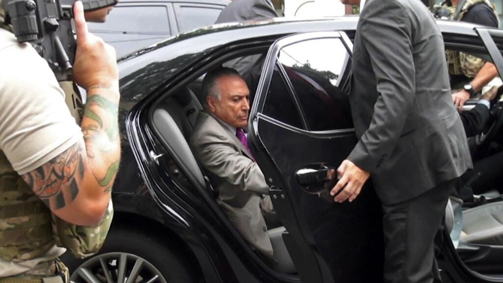 Captura de pantalla de video que muestra al expresidente de Brasil Michel Temer subiendo a un vehículo después de ser arrestado por investigaciones del caso Lava Jato, Sao Paulo, Brasil, el 21 de marzo de 2019.