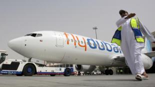 Un Boeing 737 de la compagnie FlyDubai sur le tarmac de l'aéroport de Dubaï, en mai 2009.