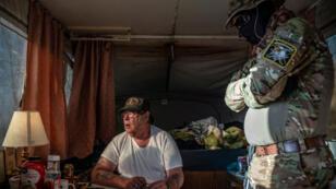 """Larry Mitchell Hopkins, surnommé """"Striker"""", chef des United Constitutional Patriots (UCP), près de la frontière avec le Mexique, dans le Nouveau-Mexique, le 20 mars 2019."""