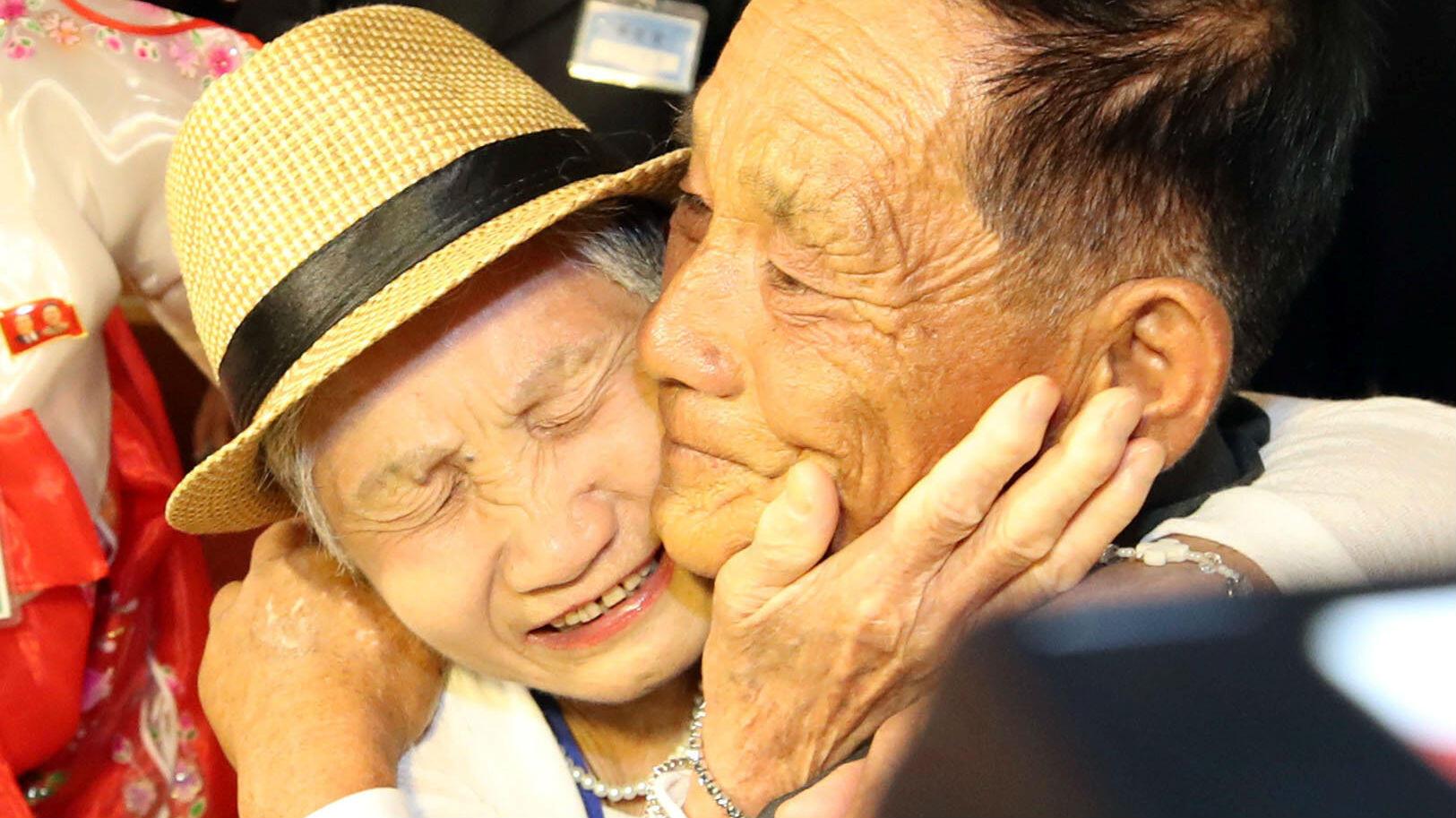 Familias separadas pudieron reunirse en un hotel del Monte Kumgang, en Corea del Norte, el 20 de agosto de 2018.