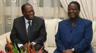 Le président ivoirien Alassane Ouattara (à gauche) et l'ancien président Henri Konan Bédié, le 27 octobre 2015 à Abidjan.