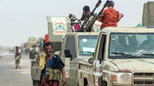 Des combattants de la brigade d'Amalqa, alliés à la coalition dirigée par l'Arabie saoudite, à proximité du port yéménite de Hodeïda, le 21 juin 2018.