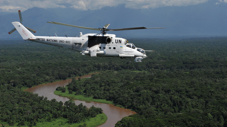 Un hélicoptère de la Monusco survole la ville de Béni, dans l'est de la RD Congo, le 24 octobre 2018.