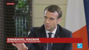 Emmanuel Macron répondait aux questions de France 24 et RFI à l'ambassade de France à Abidjan, le 29 novembre 2017.