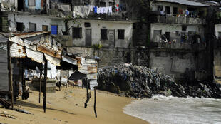Le bidonville de West Point, à Monrovia, a survécu à l'épidémie d'Ebola mais est menacé par le réchauffement climatique.