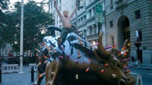 El activista Jeff Jetton en Wall Street en Nueva York, EE. UU., el 16 de julio de 2018.