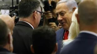 رئيس الوزراء الإسرائيلي بنيامين نتانياهو مع العضو في حزب الليكود جدعون سار في رامات غان قرب تل أبيب في 04 آذار/مارس 2019