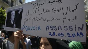 Les manifestants ont rendu hommage à Kamel Eddine Fekha, militant des droits de l'Homme mort en détention après une grève de la faim.