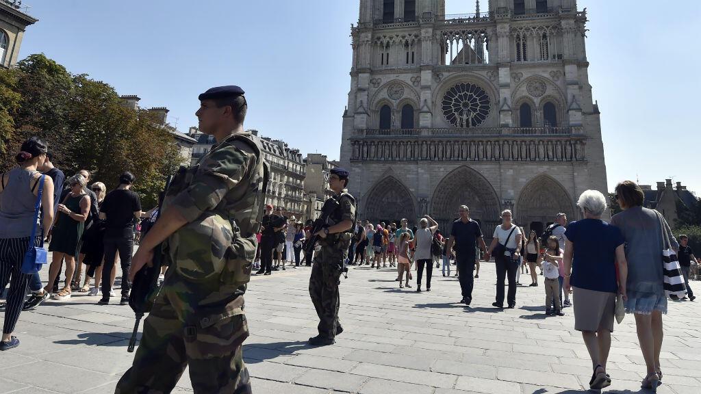 Un adolescent de 15 ans, soupçonné de préparer un attentat imminent, arrêté à Paris
