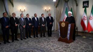 Le président iranien Hassan Rohani avec des membres de son gouvernement, le 8 mai 2018 à Téhéran.