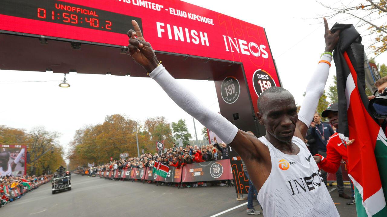 Eliud Kipchoge a réussi à briser la barre mythique des deux heures au marathon.