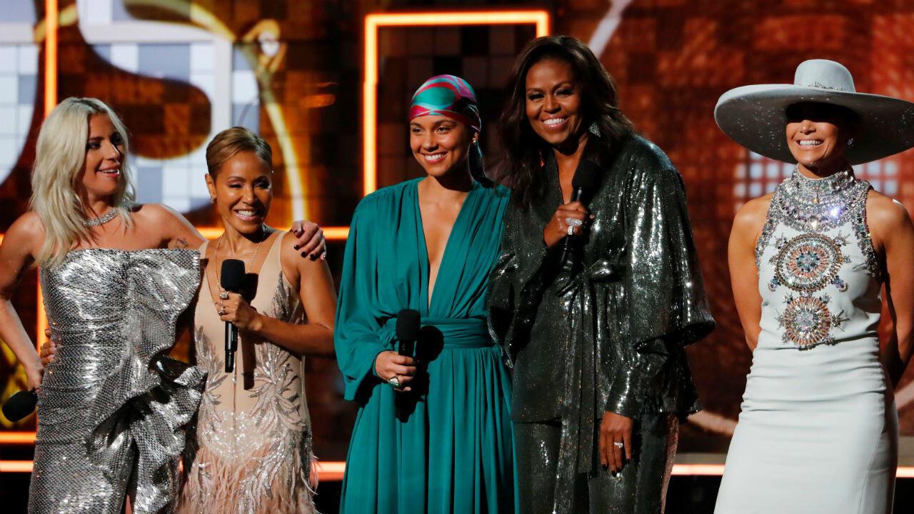 La ex primera dama Michelle Obama sorprendió a todos con su asistencia y un discurso dedicado al empoderamiento femenino y respeto por las diferencias.
