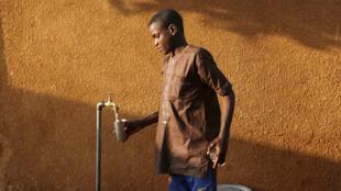 Le Niger va indemniser des centaines d'enfants victimes, il y a vingt ans, de malformations graves après avoir bu de l'eau à forte teneur en fluor.