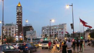 L'avenue Bourguiba est le centre névralgique de la capitale Tunis.