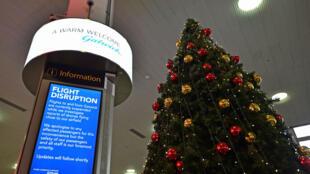 """L'aéroport de Gatwick annonce sa réouverture pour un """"nombre limité"""" de vols."""