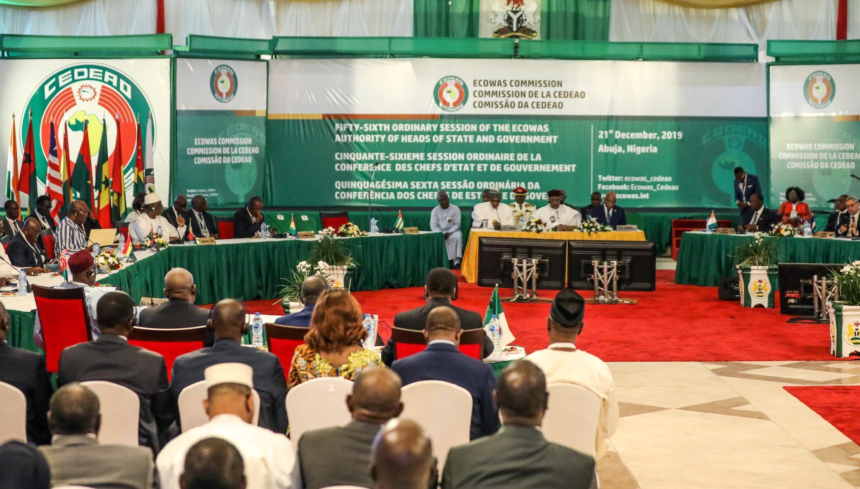Los líderes y delegados africanos asisten a la 56ª sesión ordinaria de la Comunidad Económica de los Estados de África Occidental en Abuja el 21 de diciembre de 2019.