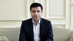 """صلاح الدين دمرتاش زعيم حزب """"الشعب الديموقراطي"""" الموالي للأكراد"""