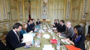 Édouard Philippe est reçu à l'Élysée avec le ministre de l'Intérieur Christophe Castaner et la garde des Sceaux Nicole Belloubet, lundi 18 mars.