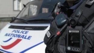 La police recherche deux suspects après un braquage qui a eu lieu sur l'A1 lundi soir.