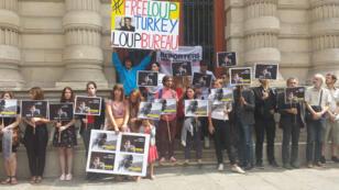 Le rassemblement pour la libération de Loup Bureau à Paris, le 24 août.
