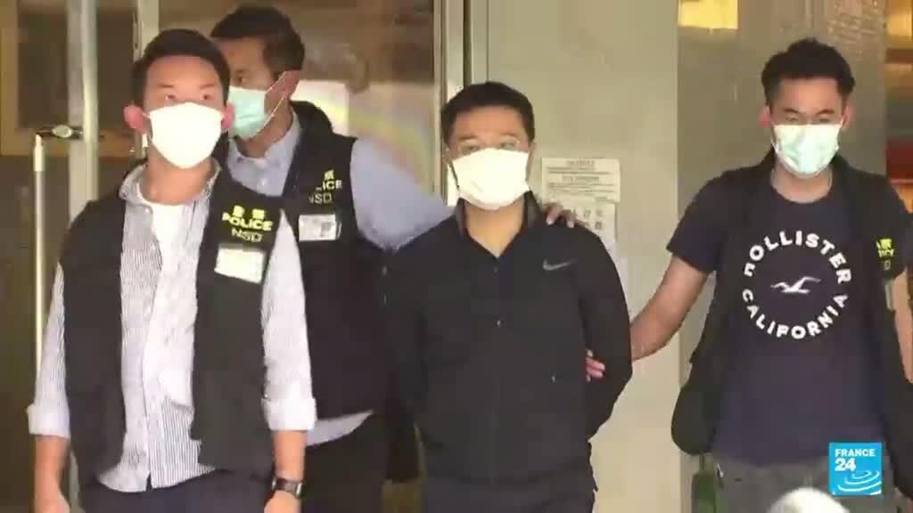 2021-06-17 14:31 La policía de Hong Kong arrestó al editor jefe del periódico prodemocracia Apple Daily
