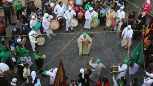 """Des soufis libanais fêtent la naissance du Prophète, la """"Mawlid al-Nabawi"""", le 30 novembre 2017 à Sidon."""