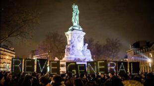 Après la manifestation contre la Loi Travail, des centaines de personnes ont occupé la place de la République à Paris, le 31 mars 2016.