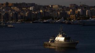 Un bateau de patrouille maltais dans le port de La Valette, le 3 février 2017.