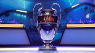 Vista general del trofeo de la UEFA Champions League en exhibición antes del sorteo de la temporada 2019/2020, celebrado en el Foro Grimaldi en Mónaco, el 29 de agosto de 2019.